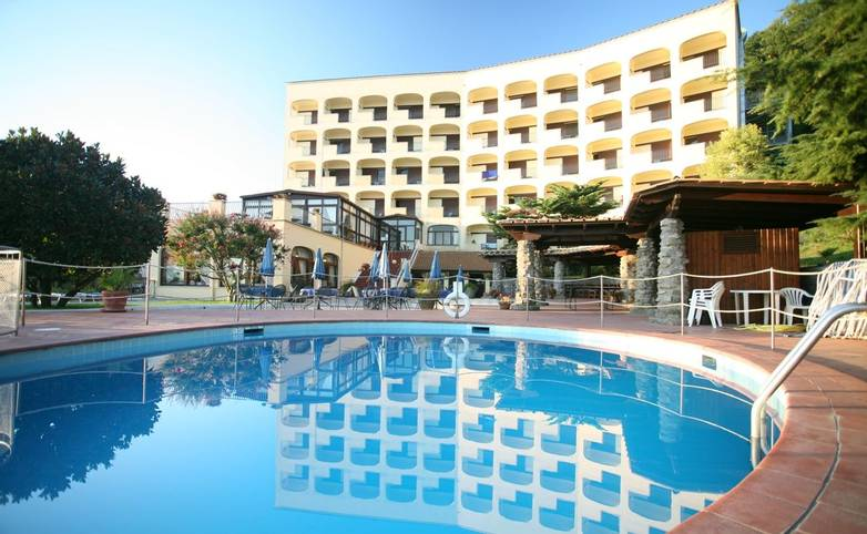 Sorrento - Hotel - Grand Hermitage - Pool - Front view - From Hotel.JPG