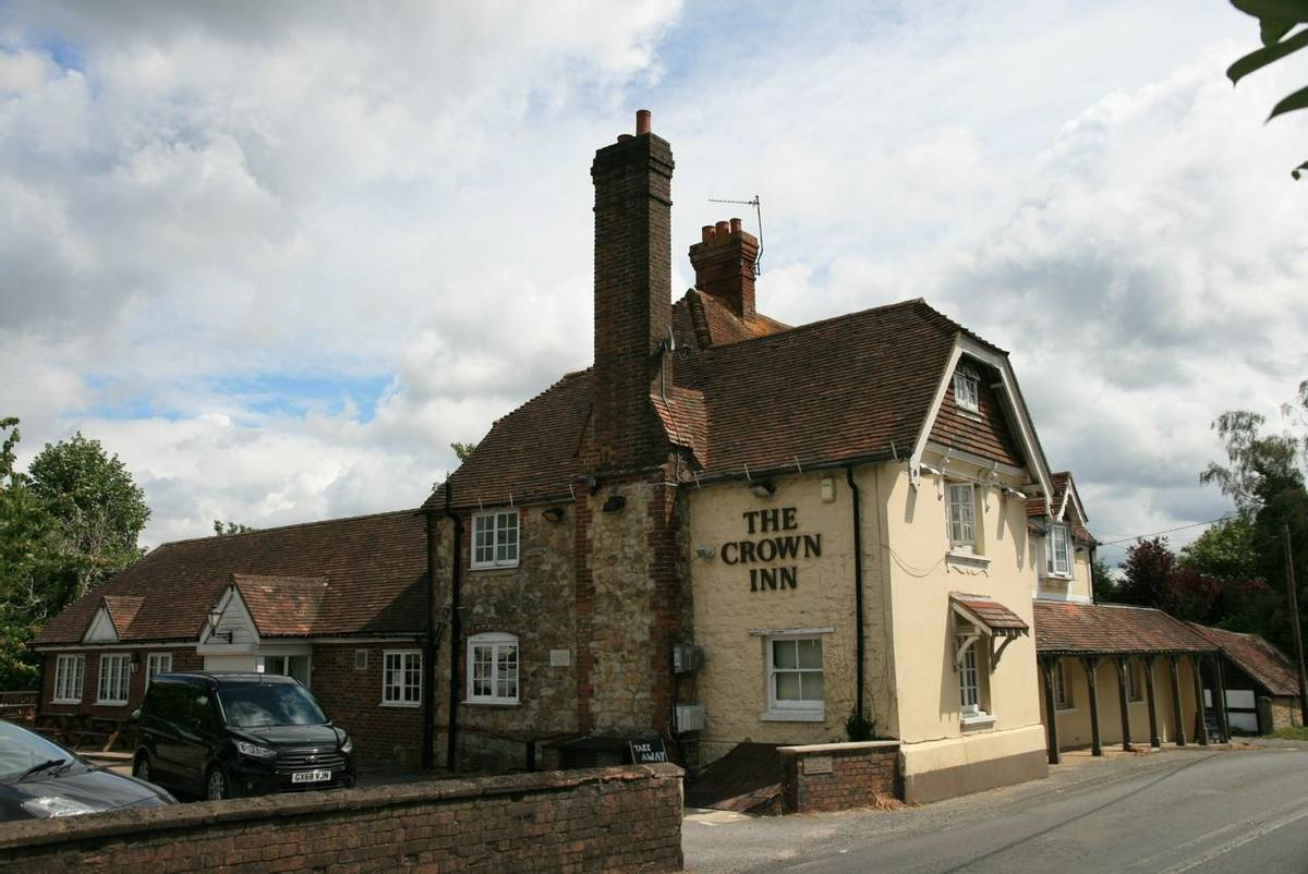 Cootham_pub-Crown.JPG