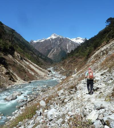 Walking from Olangchun Gola to River camp