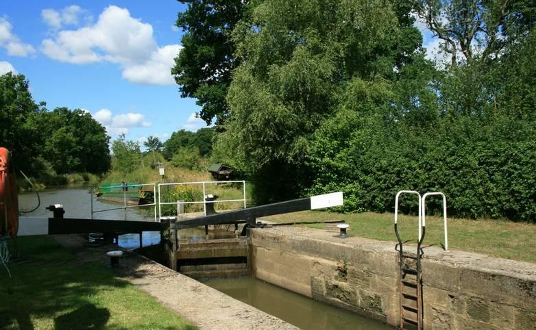 Brewhurst_Lock_Wey&ArunCanal.JPG