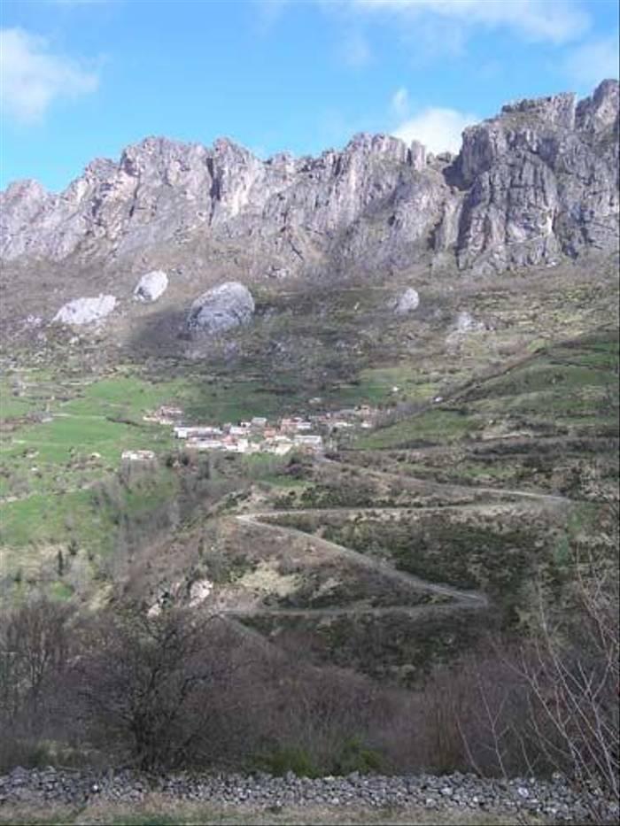 Mountain village (Thomas Mills)
