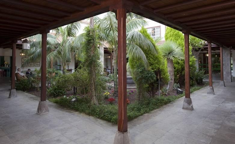 Spain - La Palma - Parador de La Palma -  29 patio interior.tif