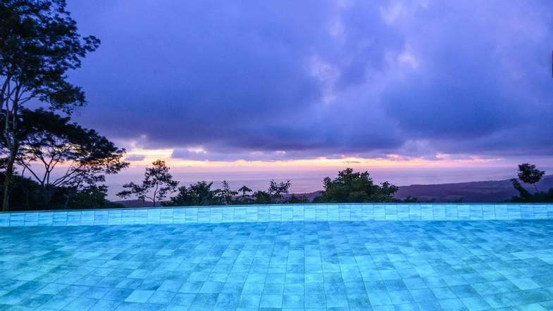 lapazul-retreat-pool-view-1.jpg