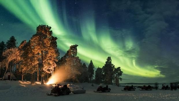 Nellim - Christmas Aurora in the Wild