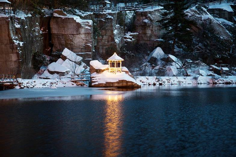 Mohonk-Mountain-House-Winter-Summerhouse.jpg