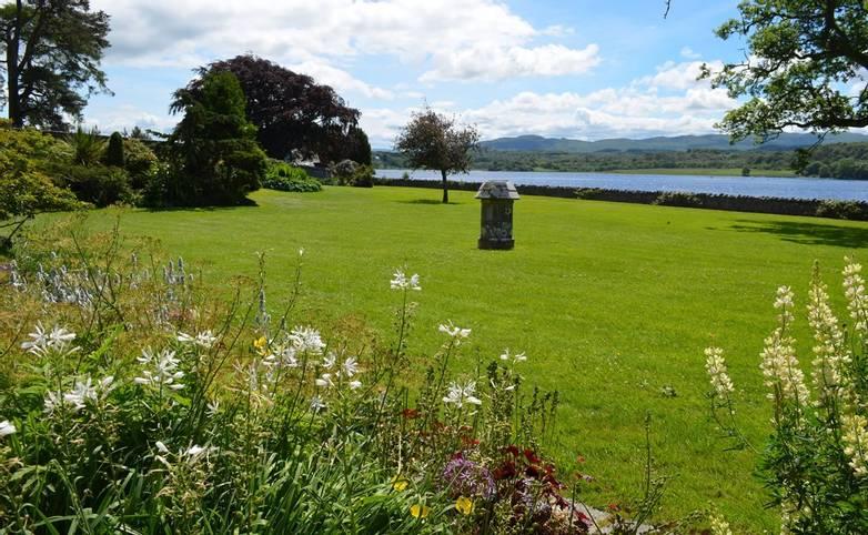 LLGDT_Ardchattan_Priory_Gardens_Scotland.jpg