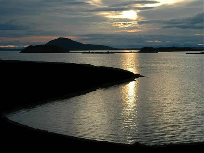 Midnight sun over Myvatn (Paul Stanbury)