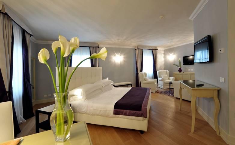 Palazzo San Lorenzo Hotel & Spa -Romantic Suite.jpg