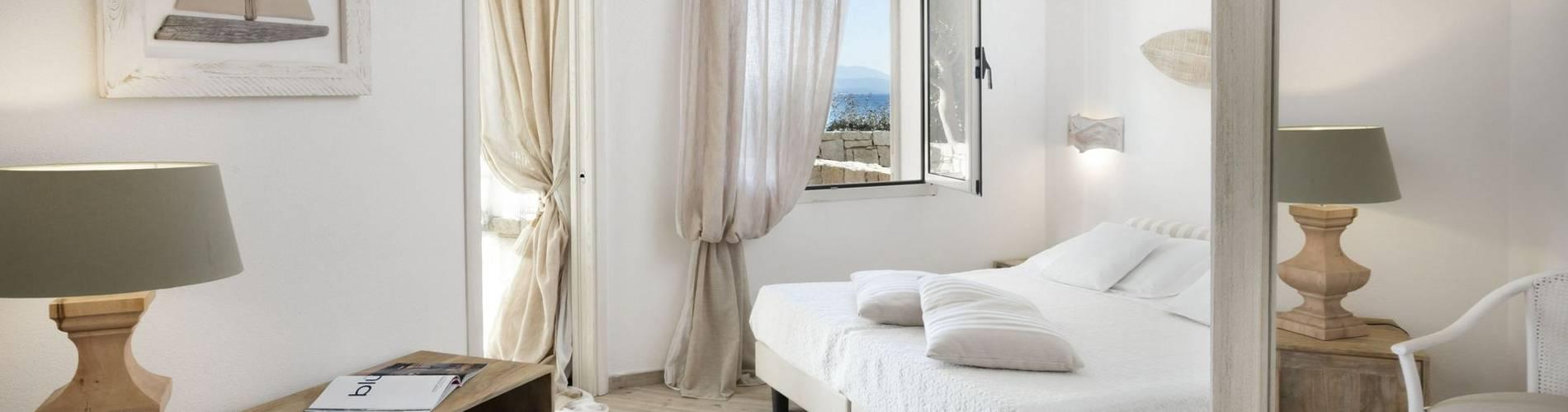 Charming Suite -bedroom- Gabbiano Azzurro Hotel _ Suites Sardegna - stampa.jpg