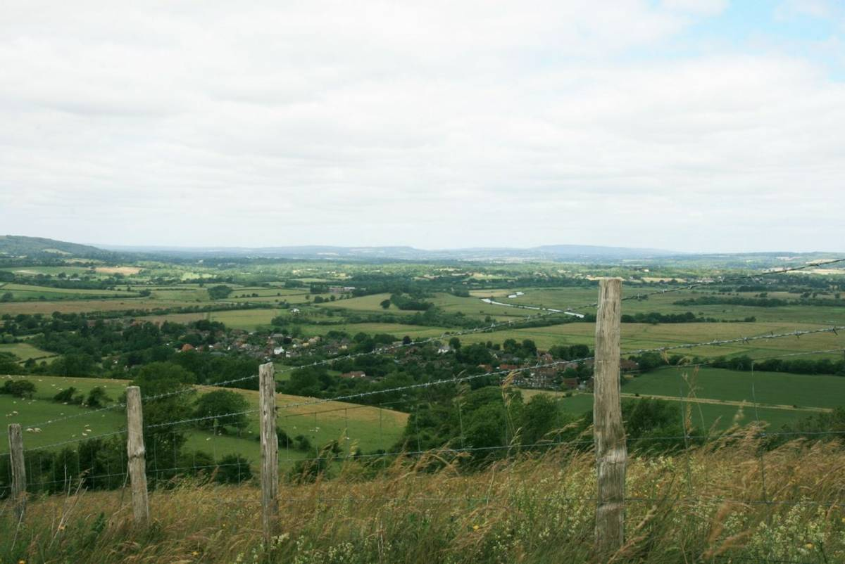 Arun_Valley_from_Rackham_Hill.JPG