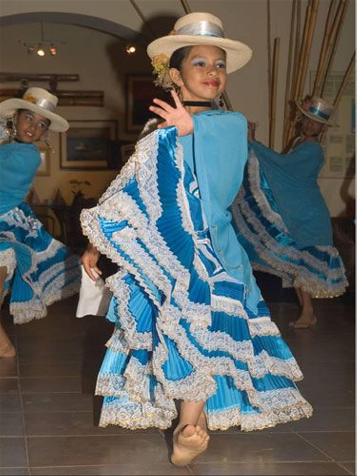 Dancer in Paracas (Peter Price)