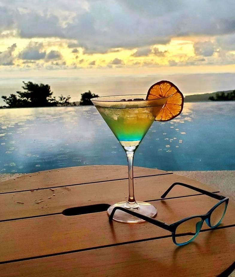 lapazul-retreat-pool-cocktail.jpg