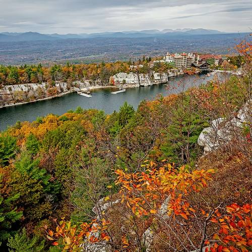 Mohonk-Mountain-House-Fall-Distance.jpg