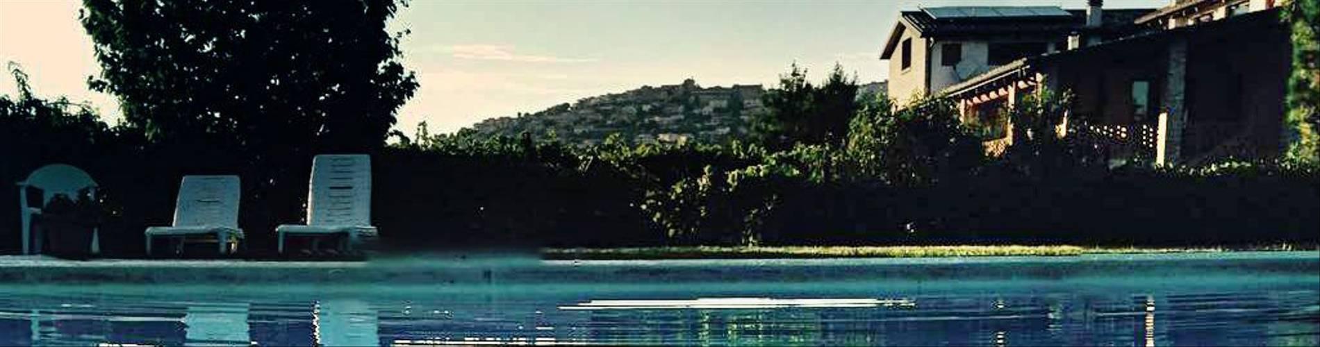 Il Grappolo, Abruzzo, Italy.jpg