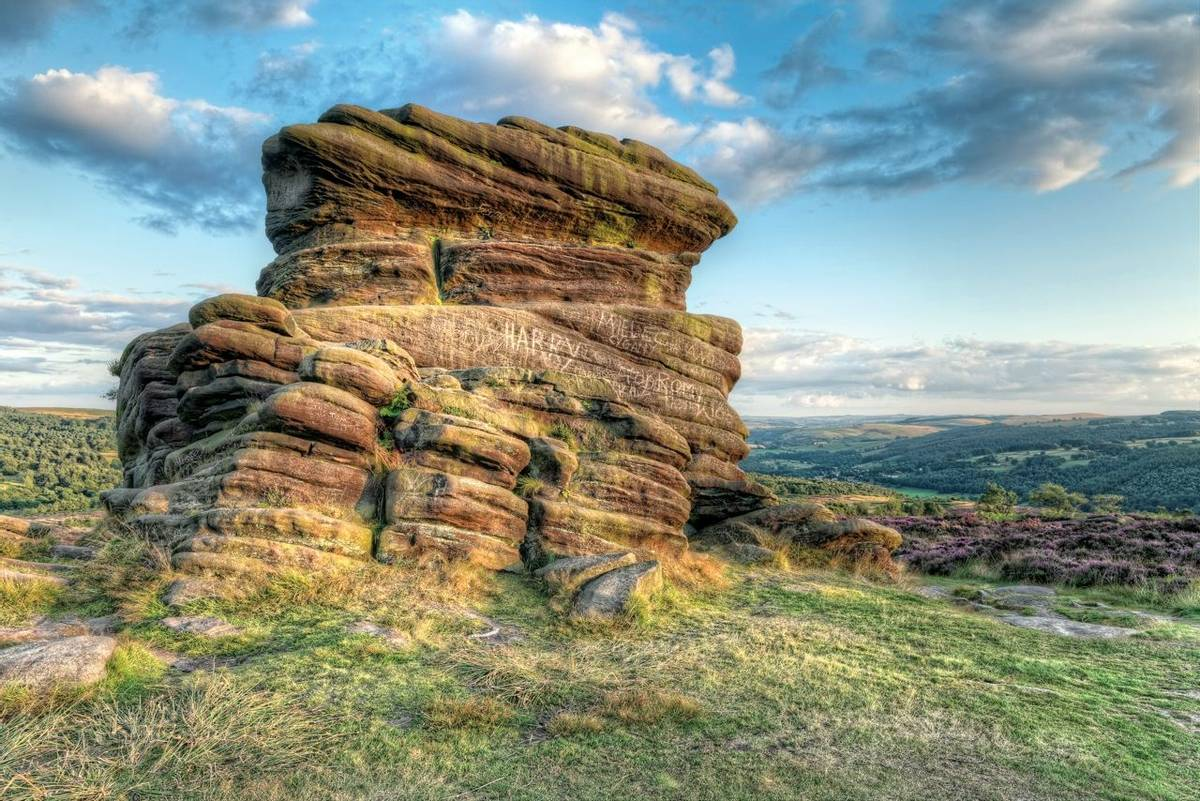 Peak District - Mother Cap Rock - Goeology -AdobeStock_69706566.jpeg