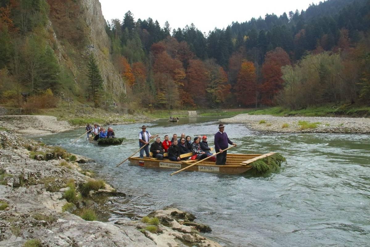 Slovakia Pieniny National Park Dunajec river wooden sailing 5.JPG