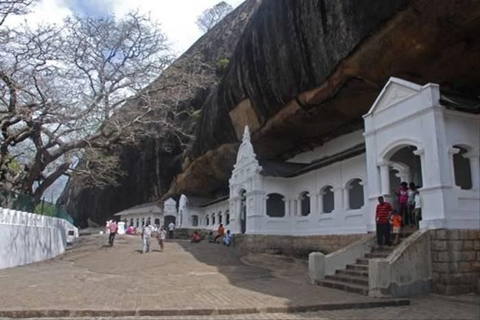 Dambulla Cave Temples (Thomas Mills)