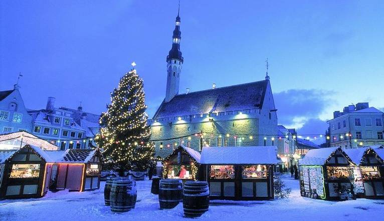 Tallin   Christmas Market At Town Hall Square
