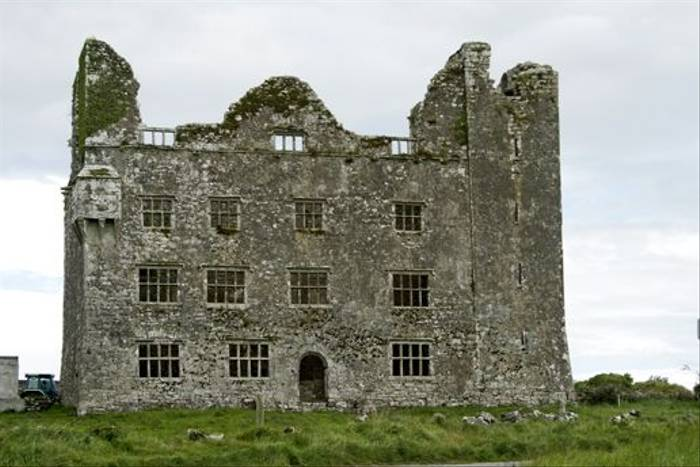 Leamaneh Castle (Maureen Ponting)