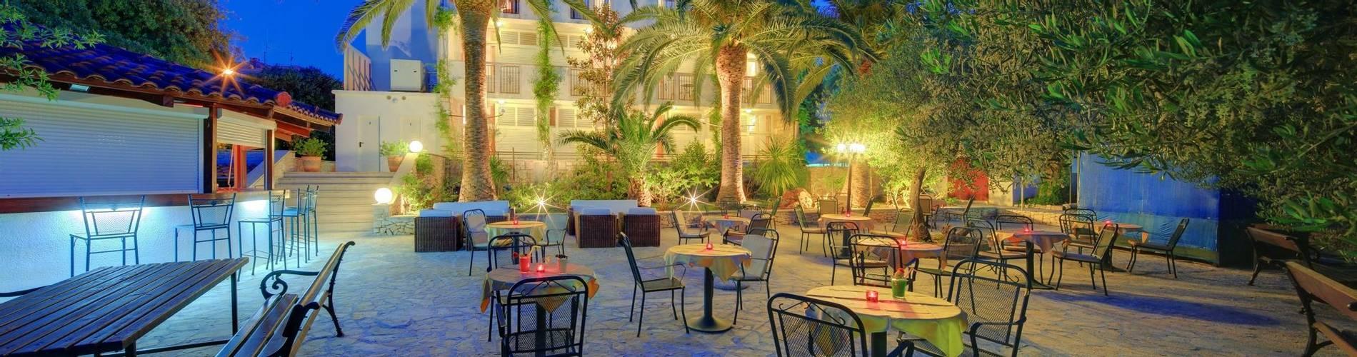Hotel Villa ADRIATICA 2014 ZFacade Garden Night1 19X9 panorama 30MB.jpg