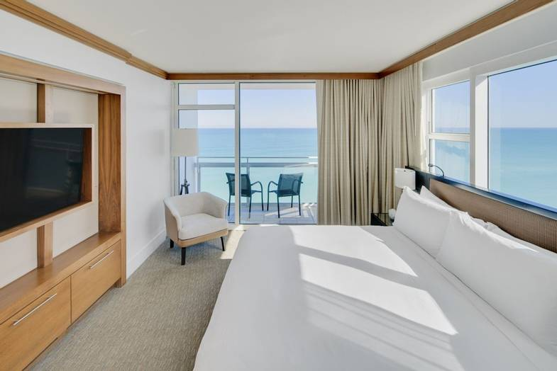 carillon-suite-Oceanfront Suite with Balcony.jpg