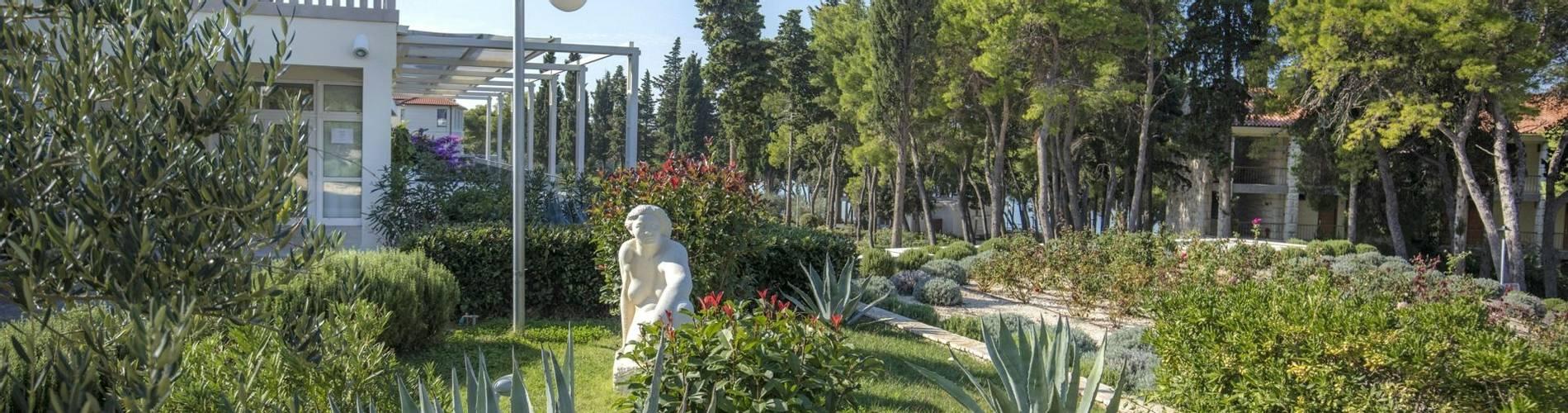 Resort_Velaris - Garden (2) (1).jpg