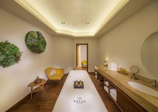 spa treatment room2.jpg