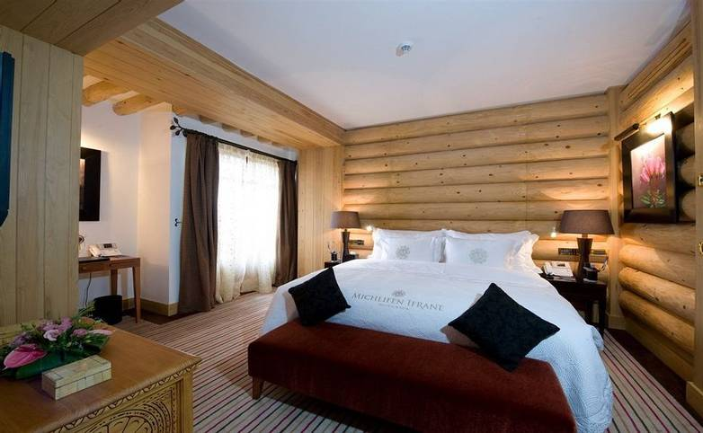Morocco - Hotel Michlifen Ifrane - Bedroom - Agent.jpg