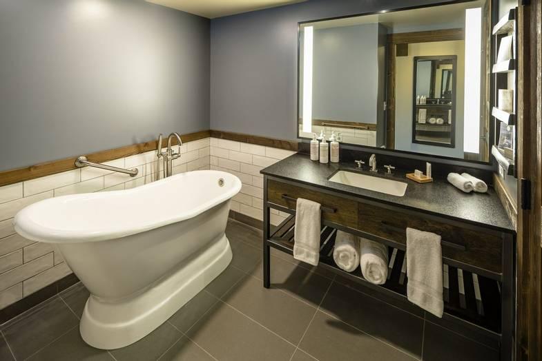 Sage-Lodge-Lodge Double Queen Bathroom.jpg