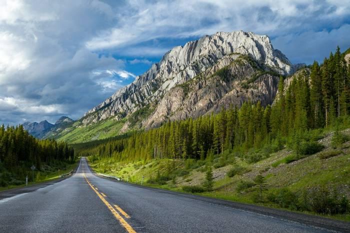 Highwood Pass, Canada shutterstock_1311164108.jpg
