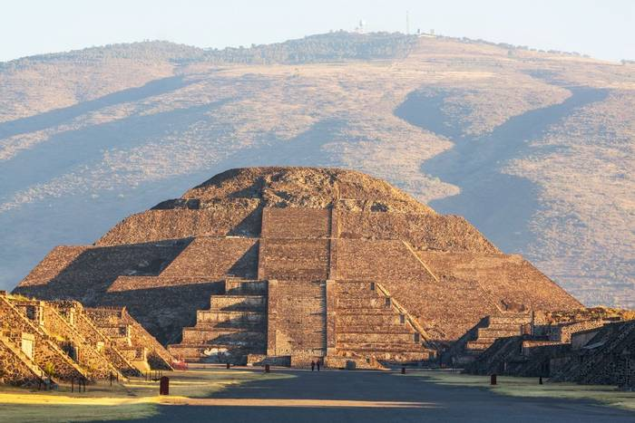 Pyramid of the Sun, Teotihuacán, Mexico shutterstock_173853521.jpg