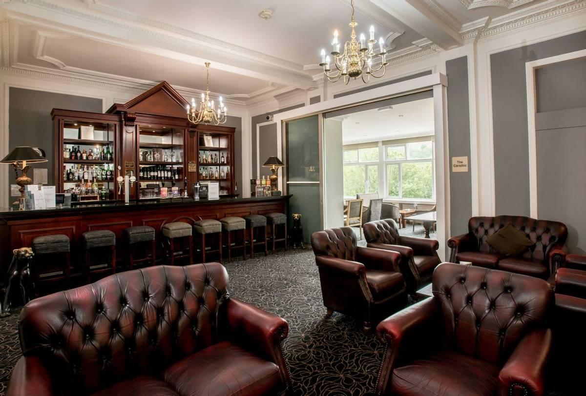 10694_0007 - Longmynd House - Bar