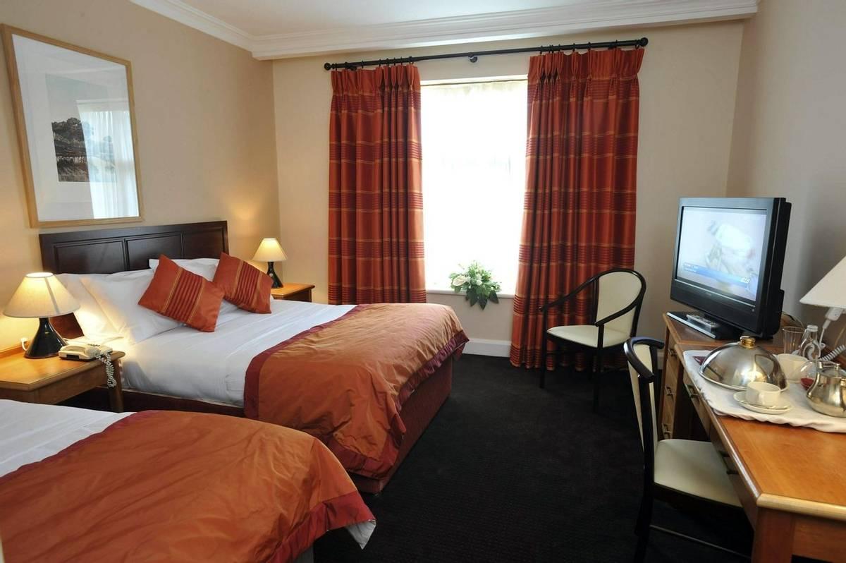 kenmare bay standard room00009.jpg