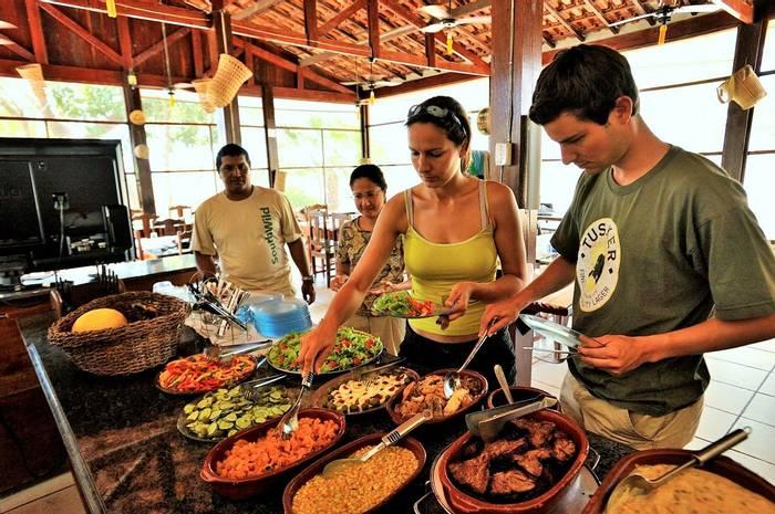 SouthWild Pantanal dining room