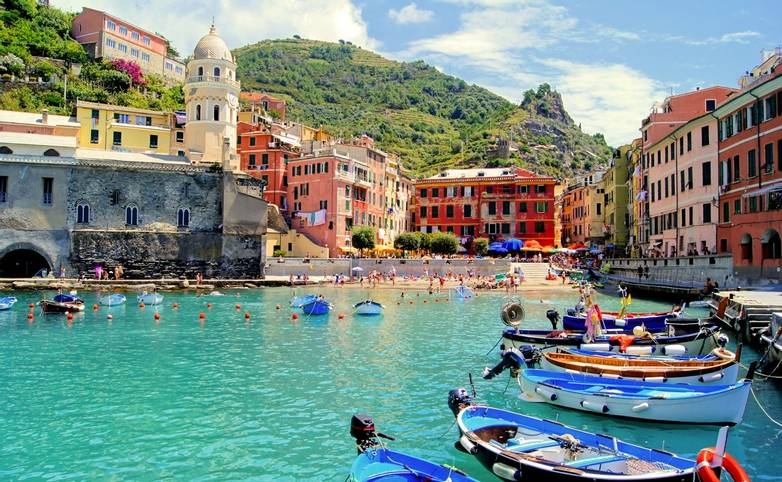Italy-Bonassola-CinqueTerre-AdobeStock_40872381.jpeg
