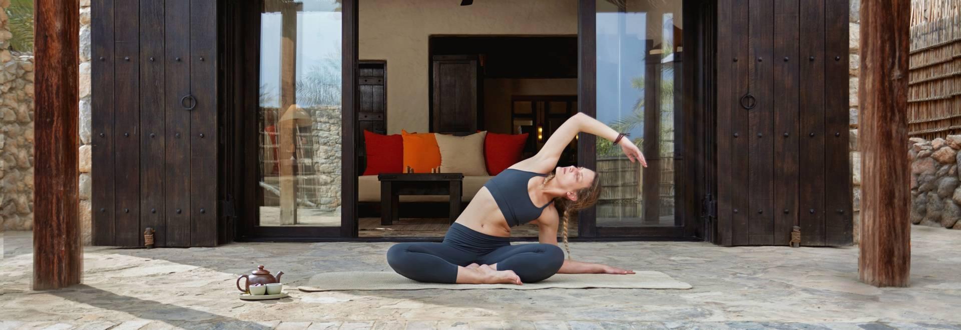 Yoga_in_villa_[6972-A4].jpg