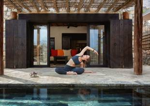 Yoga_in_villa_[6972-A4].jpg