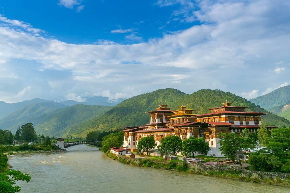 Punakha Dzong Monastery, Bhutan Shutterstock 555335869