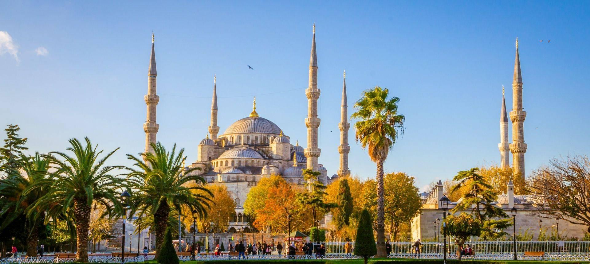 Blue Mosque, Istanbul Shutterstock 589266878