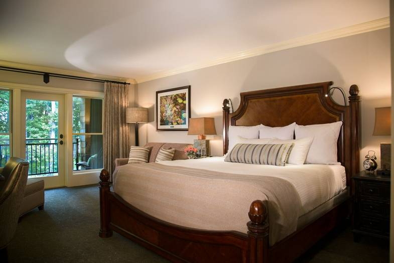 the-lodge-at-woodloch-Junior-Suite-King.JPG