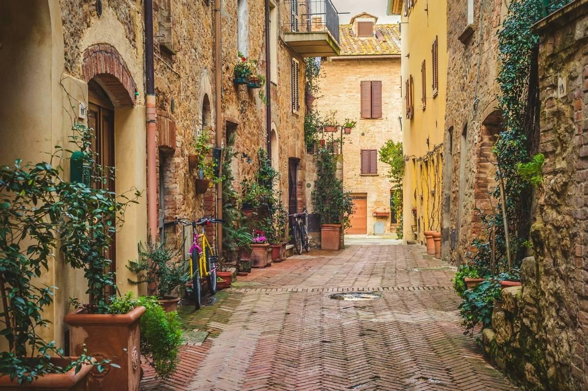 Italy - San Quirico - Tuscany - Pienza - AdobeStock_75604551.jpeg