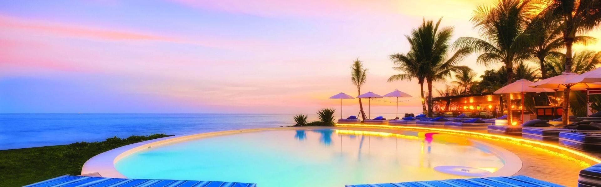 Komune-Bali-scenic-pool-sky.jpg