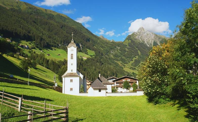Austria - Mayrhofen - Family -AdobeStock_65358617.jpeg