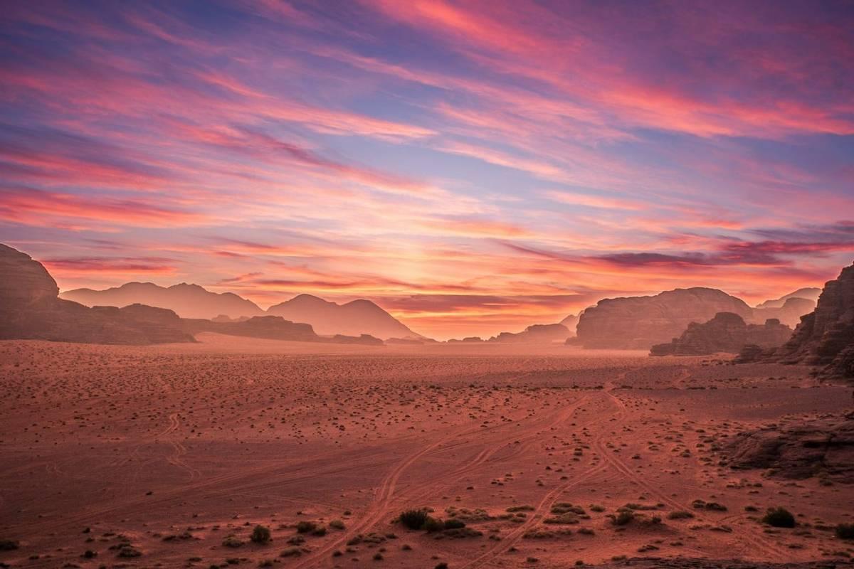 Wadi Rum shutterstock_289654343.jpg