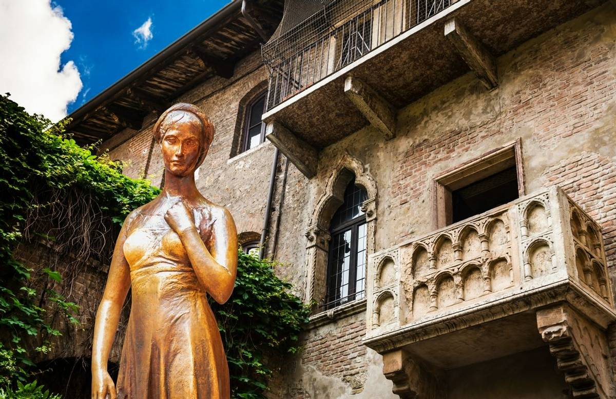 A collage of a bronze statue of Juliet and a balcony juliet Verona Italy