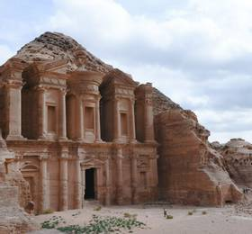 Journey to Petra via Wadi al Mujib, Al Karak and Al Shawbak castles