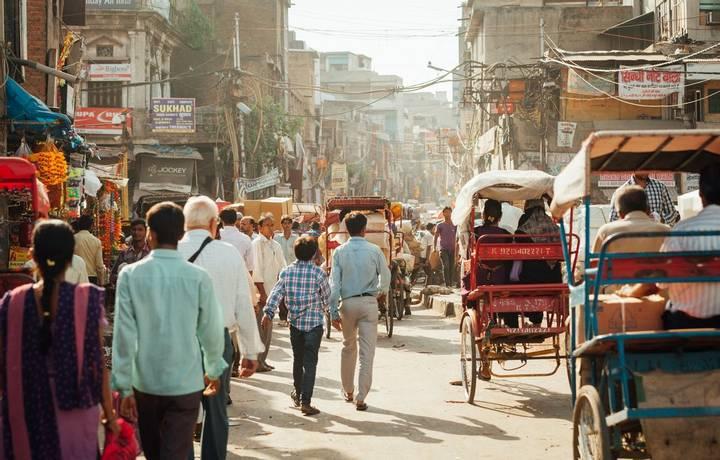 Delhi Street -shutterstock_1088973149.jpg