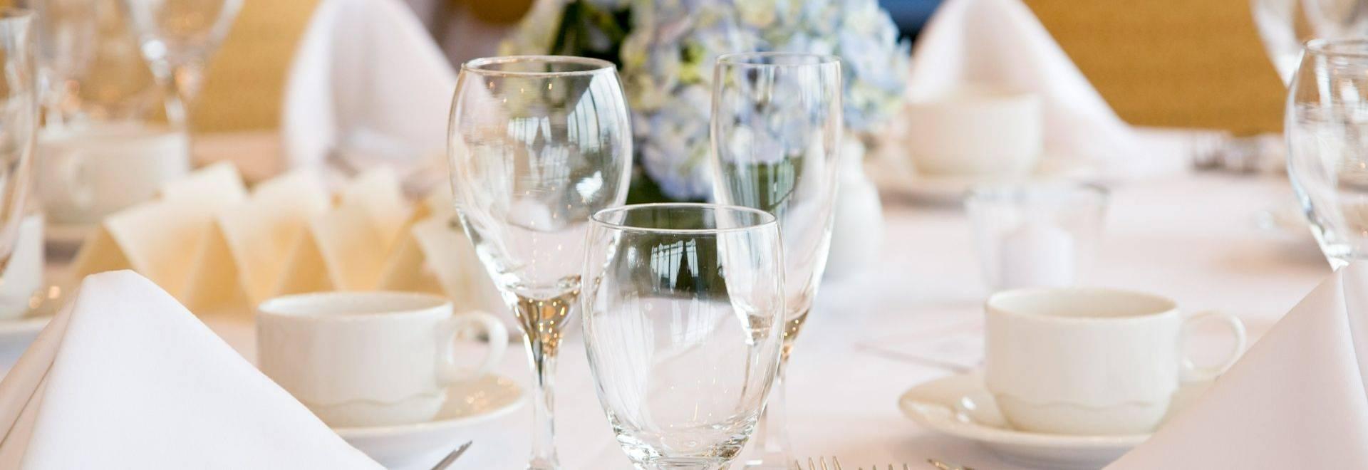 Wining & Dining Shutterstock 124796677   Long