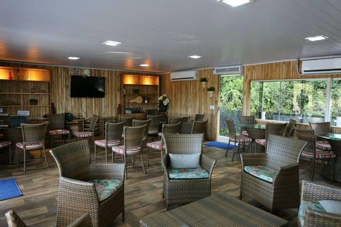 Jaguar flotel lounge