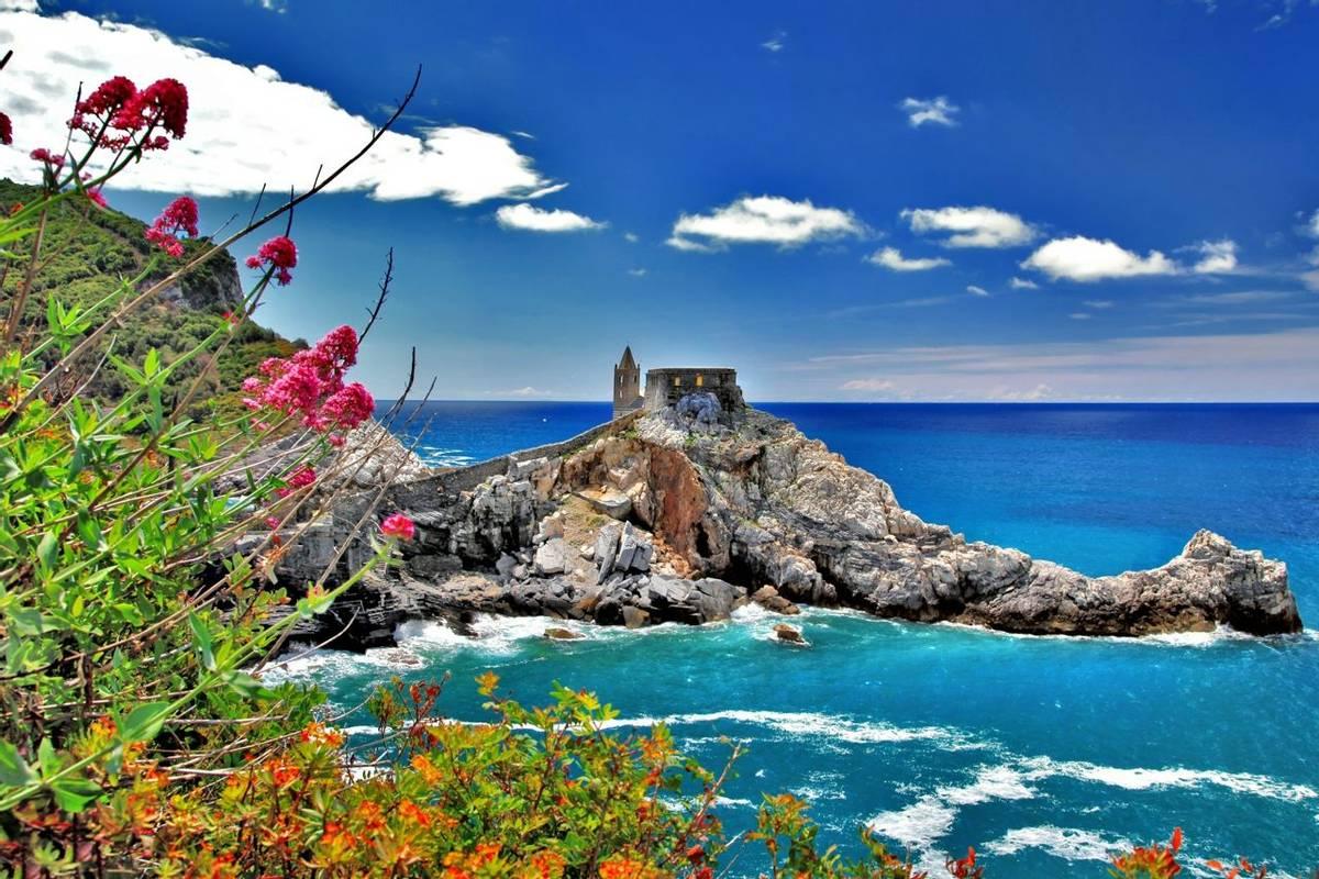 Italy-Bonassola-LiguarianCoast-Portovenere-AdobeStock_45285963.jpeg